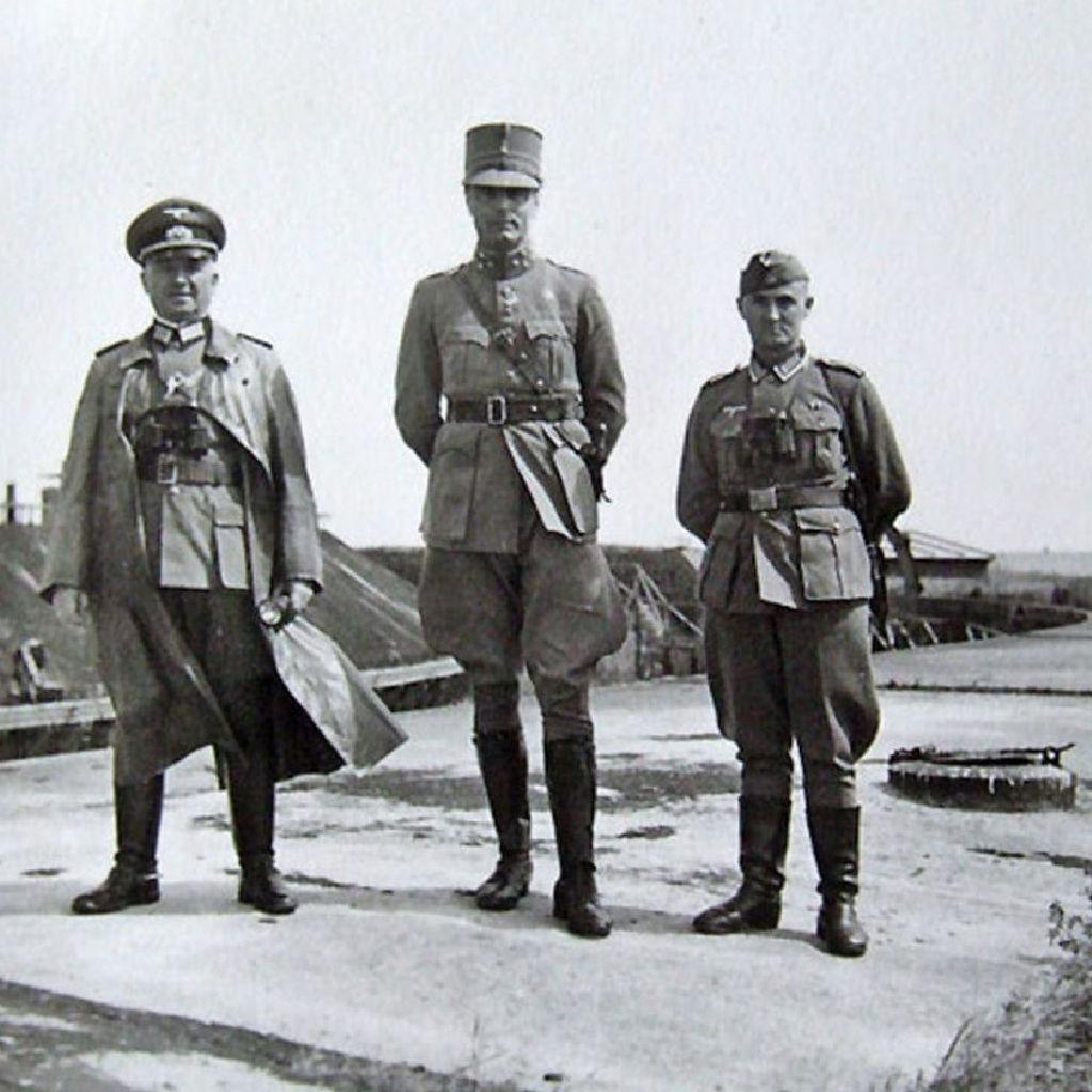 oude Pampus soldaten op het fortdak van Forteiland Pampus