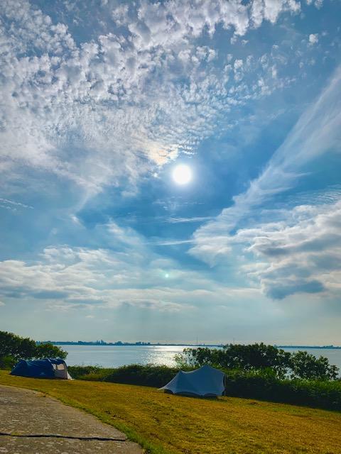 Pampusnachten BlueCAMP tent en het IJmeer