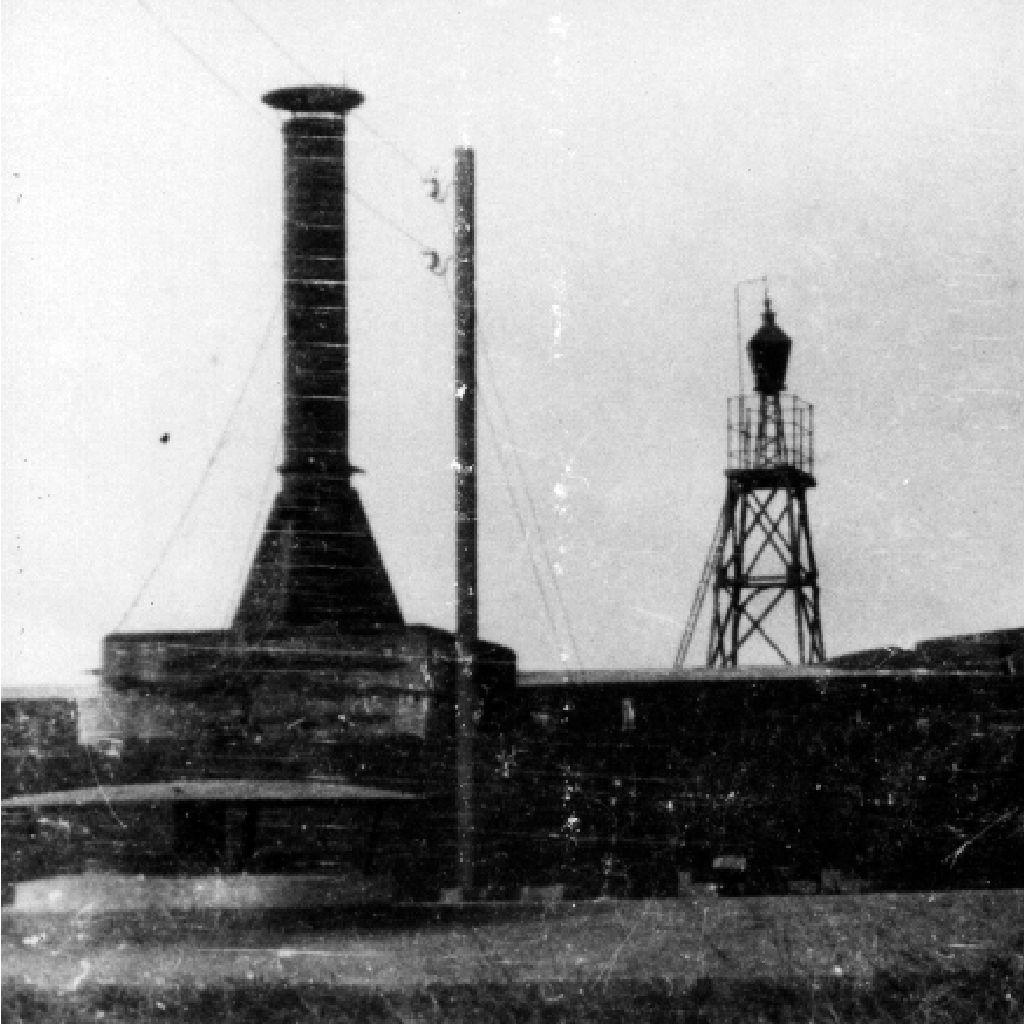 historische foto op Pampus Forteiland machines