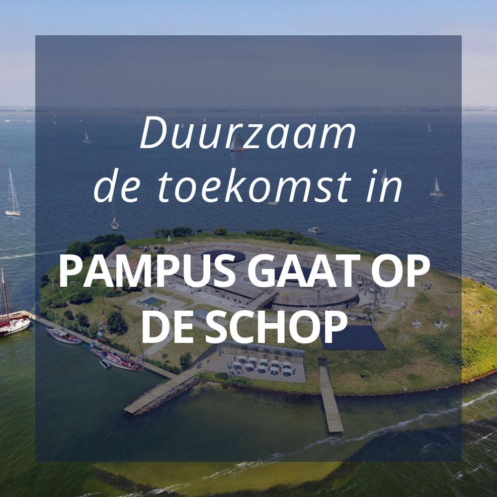tekst met duurzaam de toekomst in en pampus gaat op de schop, erachter zie je een luchtfoto van het forteiland in de toekomst
